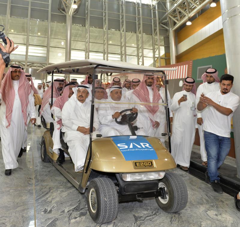 أمير الرياض يقوم برحلة عبر قطار الشمال للمجمعة ويزور المحطات (34669099) 