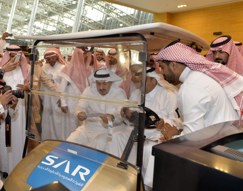 أمير الرياض يقوم برحلة عبر قطار الشمال للمجمعة ويزور المحطات (34669100) 