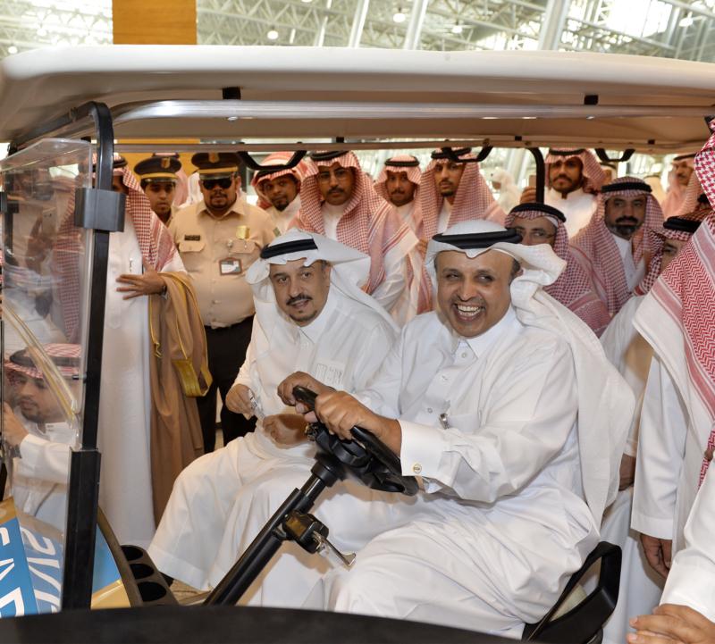 أمير الرياض يقوم برحلة عبر قطار الشمال للمجمعة ويزور المحطات (34669101) 