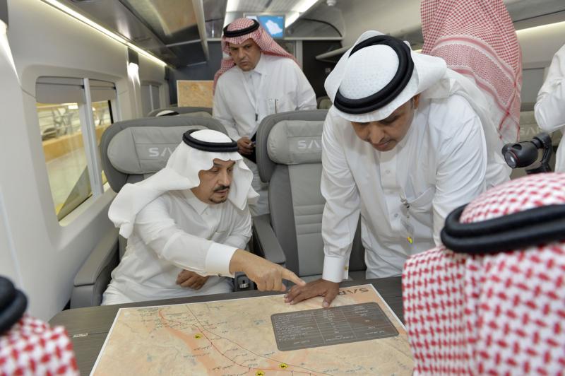 أمير الرياض يقوم برحلة عبر قطار الشمال للمجمعة ويزور المحطات (34669104) 