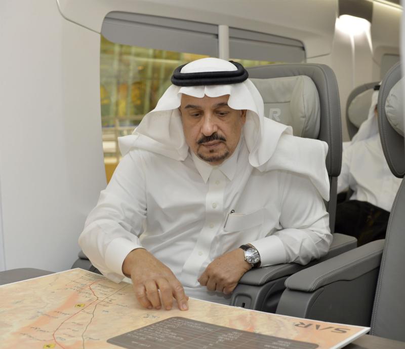 أمير الرياض يقوم برحلة عبر قطار الشمال للمجمعة ويزور المحطات (34669105) 