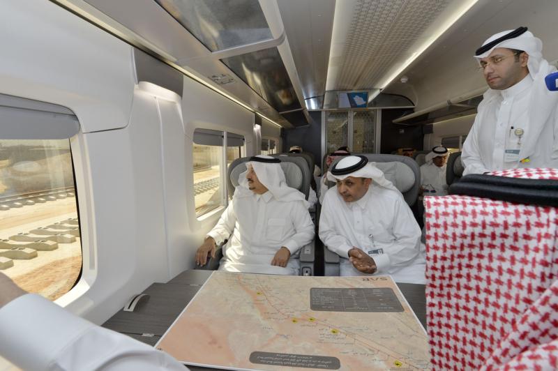 أمير الرياض يقوم برحلة عبر قطار الشمال للمجمعة ويزور المحطات (34669110) 