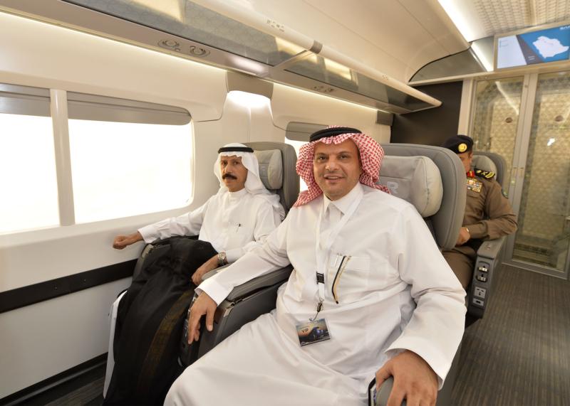 أمير الرياض يقوم برحلة عبر قطار الشمال للمجمعة ويزور المحطات (34669111) 