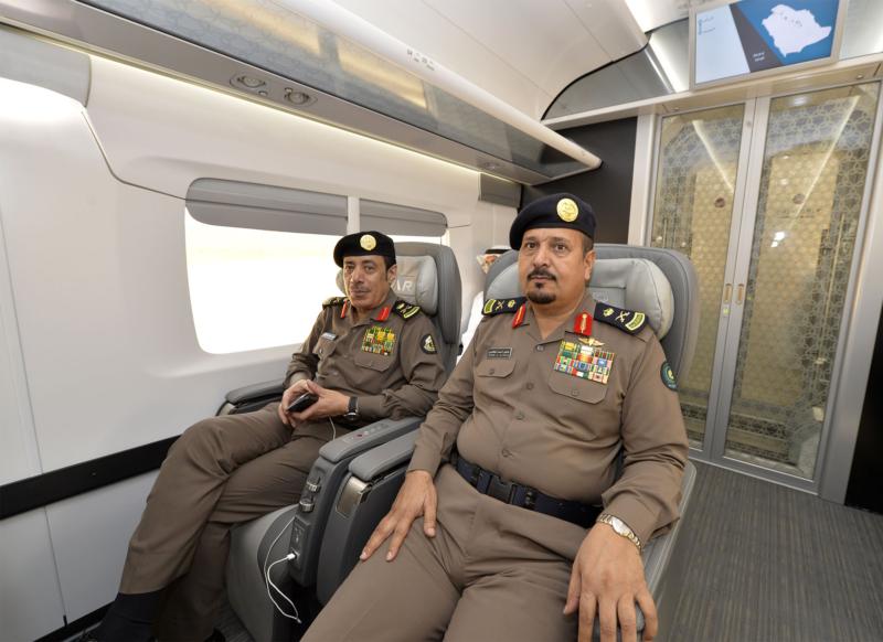 أمير الرياض يقوم برحلة عبر قطار الشمال للمجمعة ويزور المحطات (34669112) 