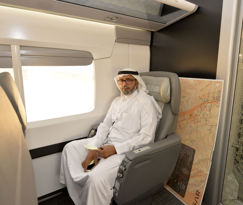 أمير الرياض يقوم برحلة عبر قطار الشمال للمجمعة ويزور المحطات (34669113) 