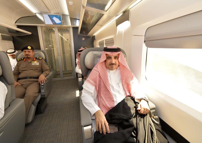 أمير الرياض يقوم برحلة عبر قطار الشمال للمجمعة ويزور المحطات (34669114) 