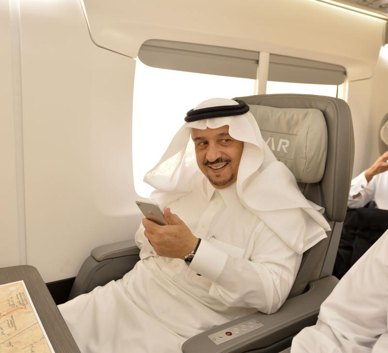 أمير الرياض يقوم برحلة عبر قطار الشمال للمجمعة ويزور المحطات (34669115) 