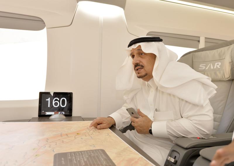 أمير الرياض يقوم برحلة عبر قطار الشمال للمجمعة ويزور المحطات (34669117) 