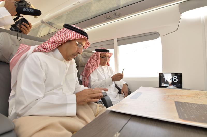 أمير الرياض يقوم برحلة عبر قطار الشمال للمجمعة ويزور المحطات (34669118) 