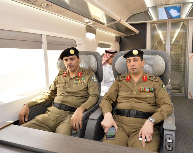 أمير الرياض يقوم برحلة عبر قطار الشمال للمجمعة ويزور المحطات (34669120) 