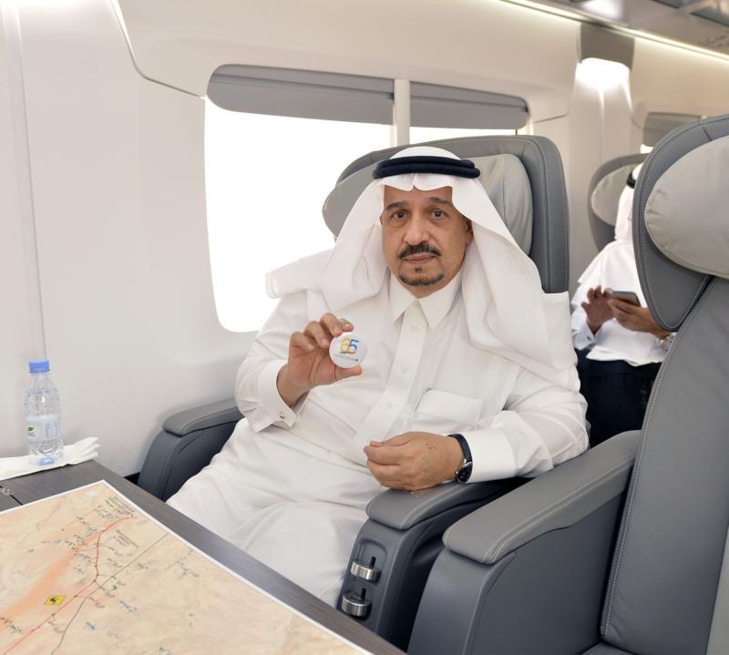 أمير الرياض يقوم برحلة عبر قطار الشمال للمجمعة ويزور المحطات (34669121) 