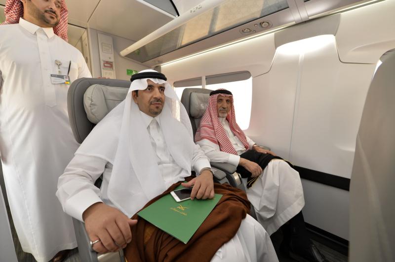 أمير الرياض يقوم برحلة عبر قطار الشمال للمجمعة ويزور المحطات (34669123) 