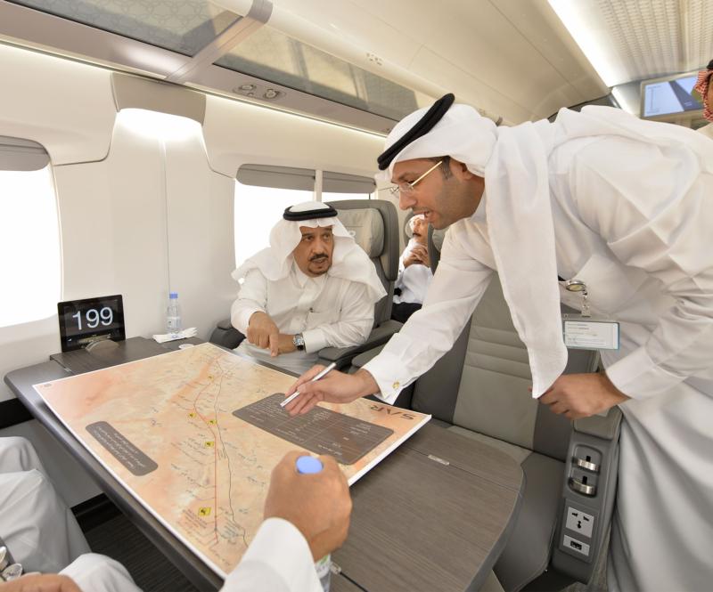 أمير الرياض يقوم برحلة عبر قطار الشمال للمجمعة ويزور المحطات (34669124) 