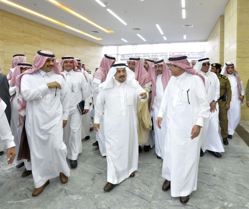 أمير الرياض يقوم برحلة عبر قطار الشمال للمجمعة ويزور المحطات (34669128) 