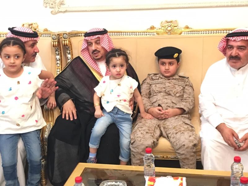 . أمير الرياض يُعزي أسرة الشهيد الملحم (1)