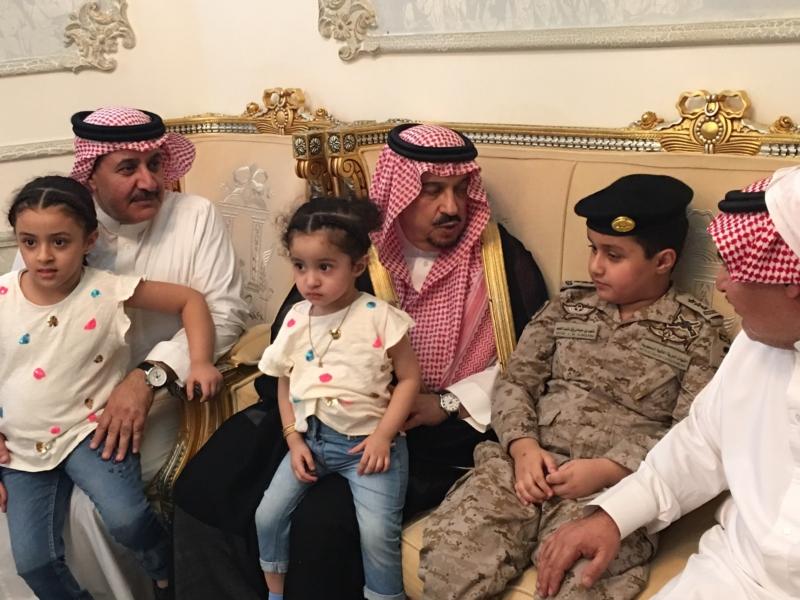 . أمير الرياض يُعزي أسرة الشهيد الملحم (3)