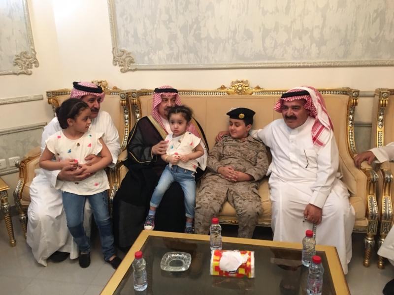 . أمير الرياض يُعزي أسرة الشهيد الملحم (5)