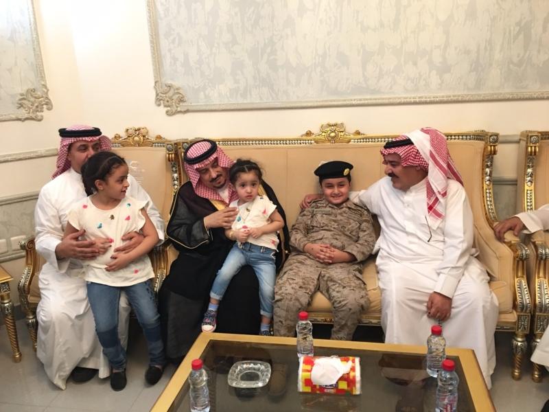 . أمير الرياض يُعزي أسرة الشهيد الملحم (7)