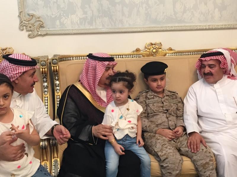 . أمير الرياض يُعزي أسرة الشهيد الملحم (9)