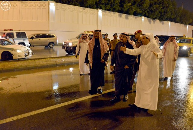 أمير القصيم يقف ميدانياً على المواقع المتضررة في #بريدة من الأمطار (2)