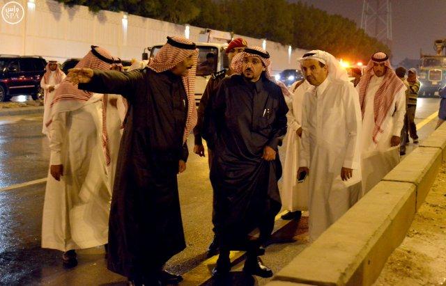 أمير القصيم يقف ميدانياً على المواقع المتضررة في #بريدة من الأمطار (3)