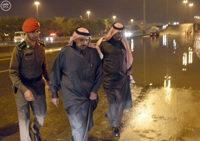 أمير القصيم يقف ميدانياً على المواقع المتضررة في #بريدة من الأمطار (6)