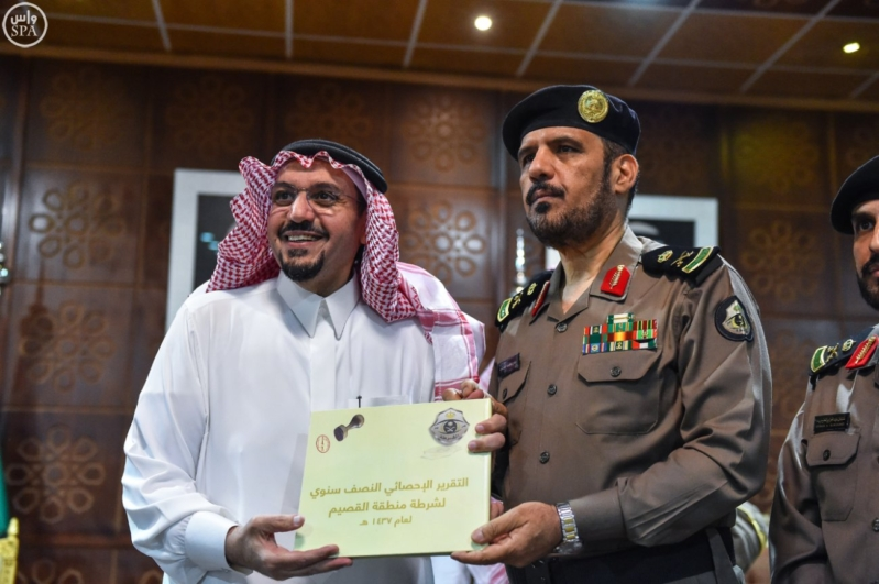 أمير القصيم يلتقي منسوبي الأمن.. ويشاركهم الإفطار