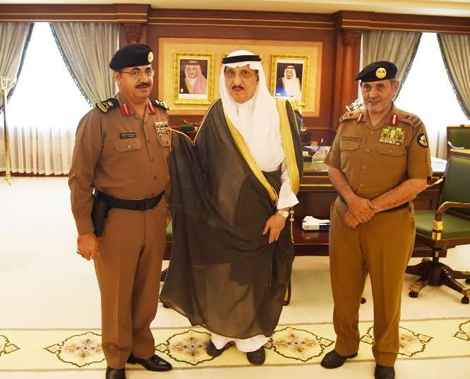 أمير جازان يقلد مساعد مدير الشرطة  القحطاني  رتبة لواء