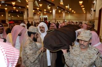 أمير حائل يتقدم المصلين على شهيد الواجب مهل الرشيدي - المواطن