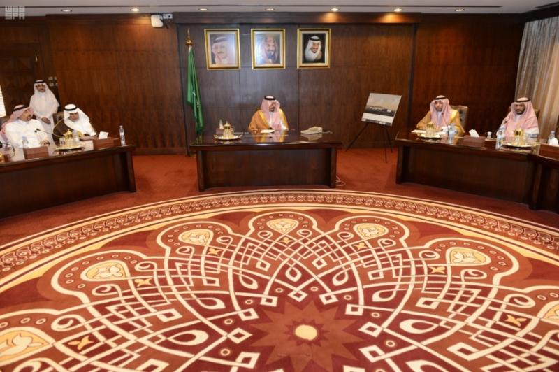 أمير عسير يرأس اجتماع وفد هيئة الطيران المدني لمناقشة مشروع تطوير مطار أبها الإقليمي 4