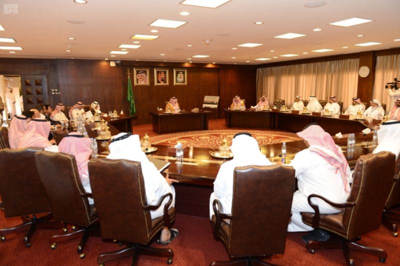 أمير عسير يرأس اجتماع وفد هيئة الطيران المدني لمناقشة مشروع تطوير مطار أبها الإقليمي 5