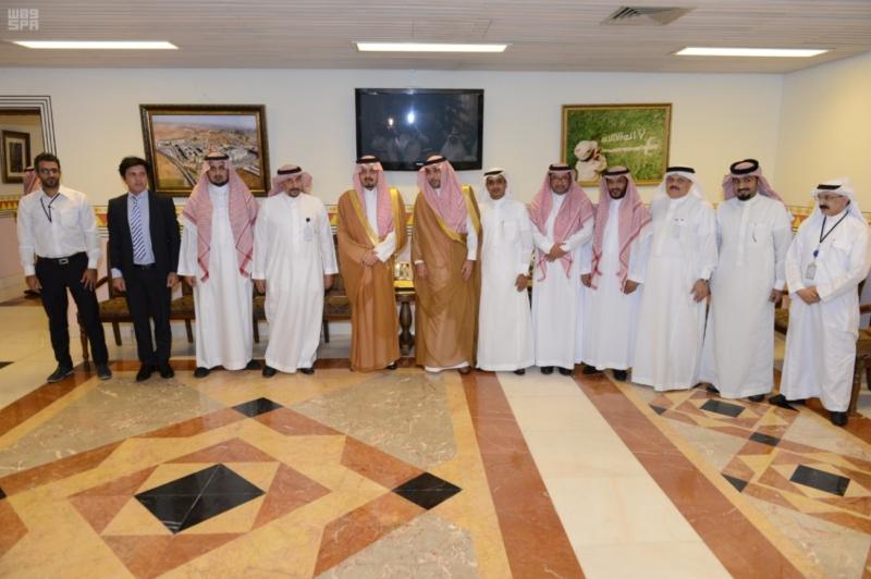 أمير عسير يرأس اجتماع وفد هيئة الطيران المدني لمناقشة مشروع تطوير مطار أبها الإقليمي1