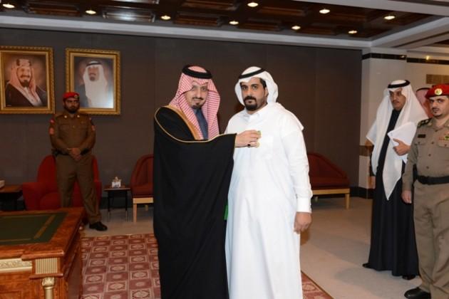 أمير عسير يستقبل أبو حربه ويطلع على التقرير السنوي لمطار أبها (4)