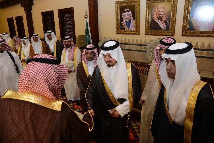 أمير عسير يستقبل المهنئين بعيد الفطر في أبها (804081654) 