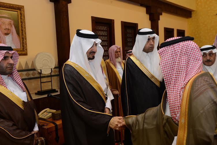 أمير عسير يستقبل المهنئين بعيد الفطر في أبها (804081655) 