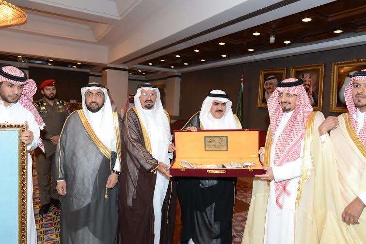 أمير عسير يستقبل مجلس إدارة جائزة بللسمر للتفوق العلمي - Copy