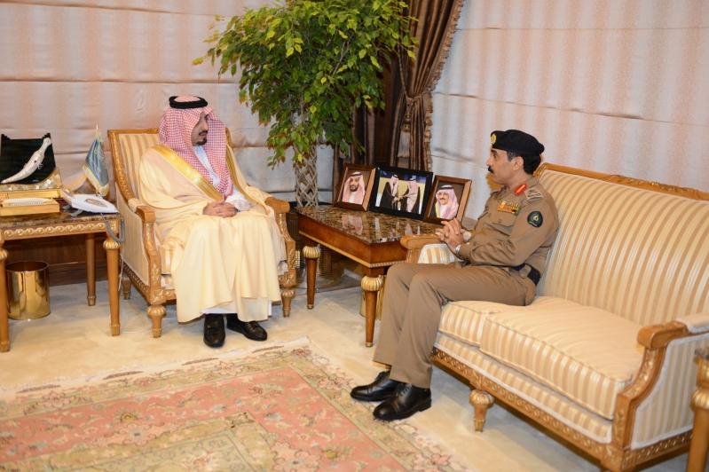 أمير عسير يستقبل مدير الدفاع المدني بالمنطقة (2)