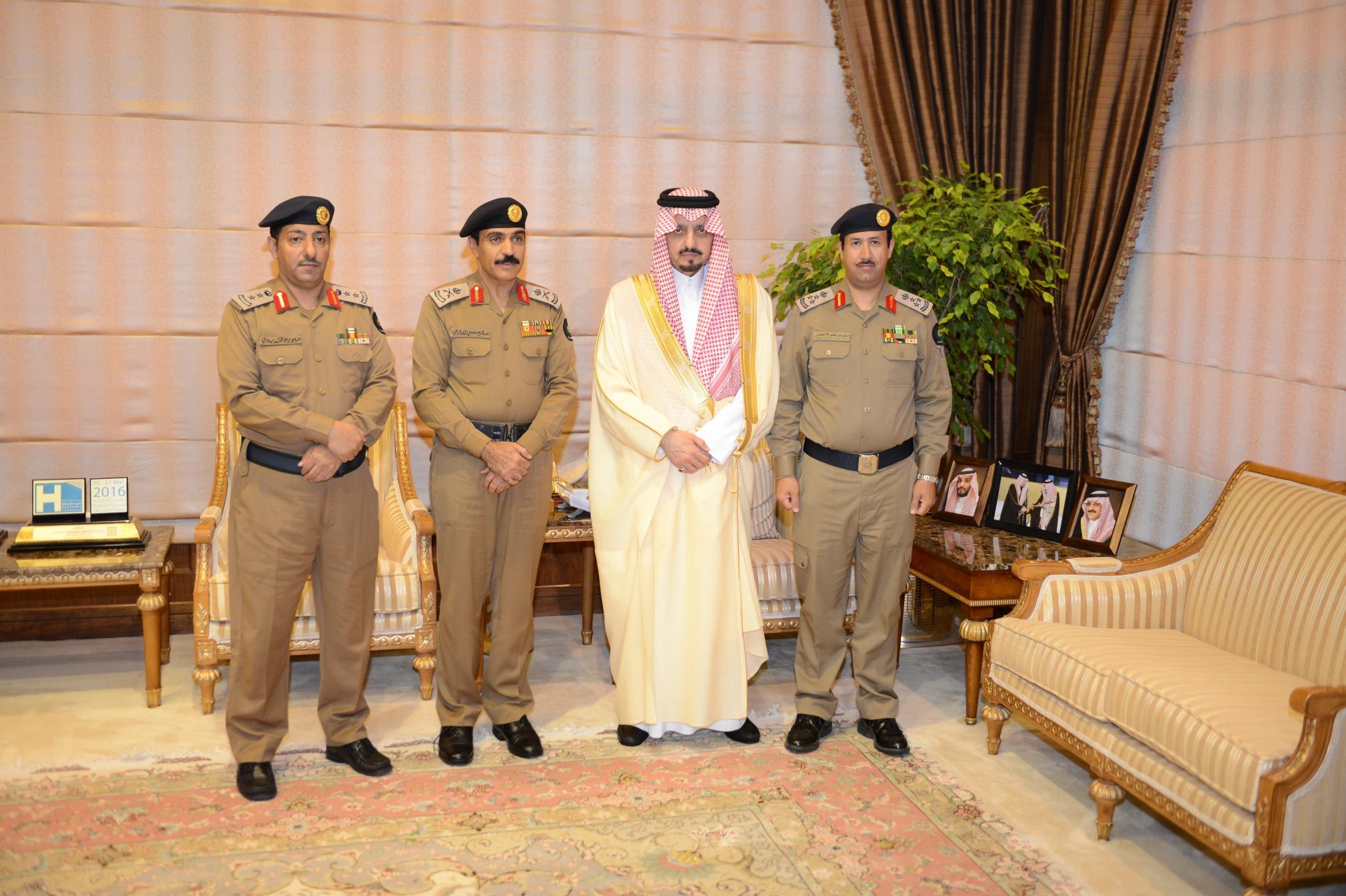 أمير عسير يستقبل مدير الدفاع المدني بالمنطقة (5)