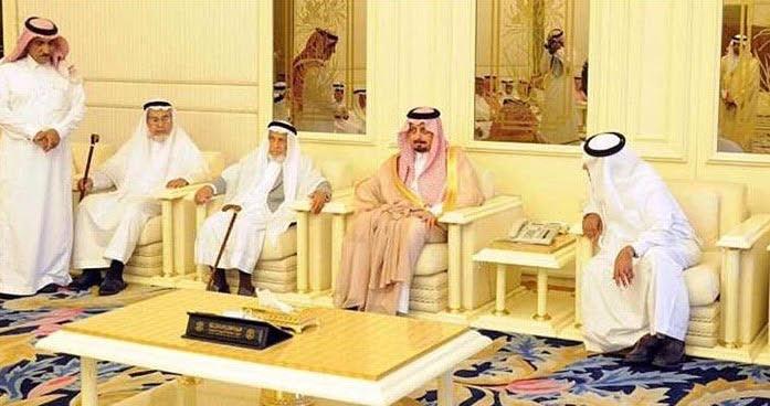 أمير عسير يعزي أسرة آل مشيط (1) 