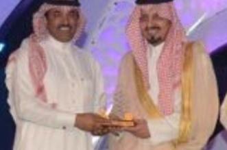 """أمير عسير يكرم """"المواطن"""" لرعايتها فعاليات خيمة أبها - المواطن"""
