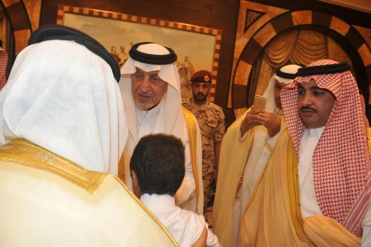 أمير مكة يستضيف رب الأسرة المتظلمة على مائدة الافطار (167000125) 
