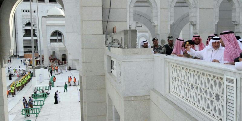 أمير مكة يشارك مدنيين وعسكريين الإفطار (1)
