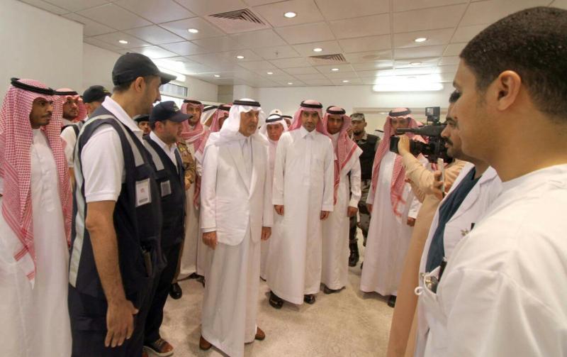 أمير مكة يشارك مدنيين وعسكريين الإفطار (332712742) 