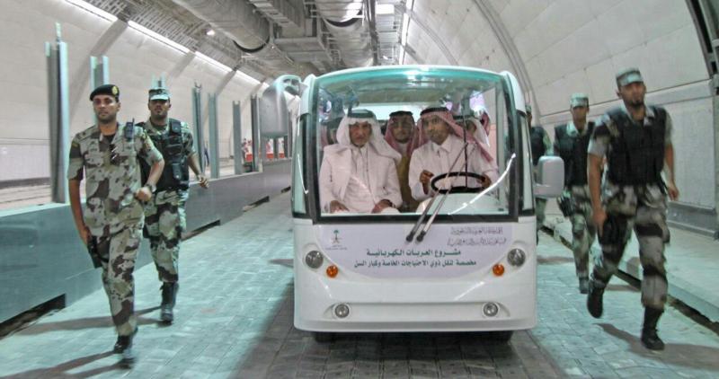 أمير مكة يشارك مدنيين وعسكريين الإفطار (332712743) 