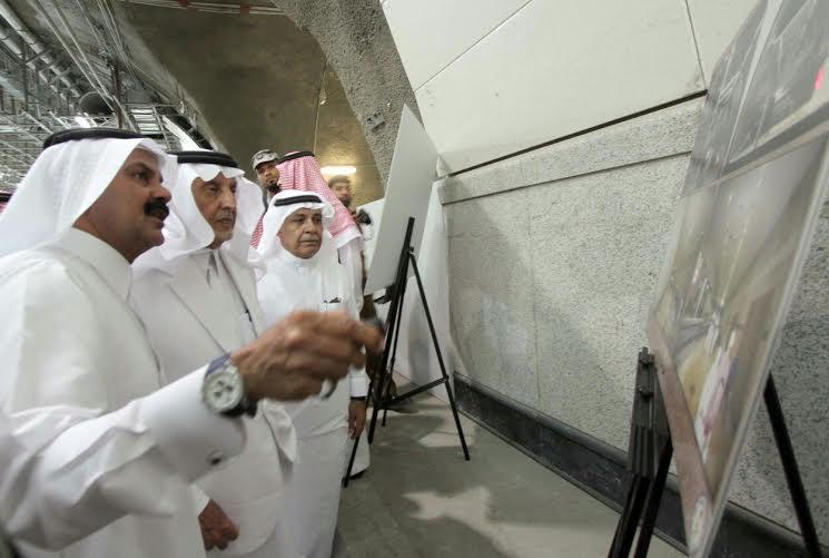 أمير مكة يشارك مدنيين وعسكريين الإفطار (332712744) 