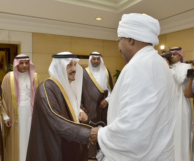 أمير منطقة الرياض يجتمع بوالي ولاية الخرطوم بجمهورية السودان