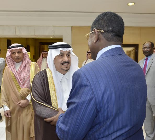 أمير منطقة الرياض يجتمع بوالي ولاية الخرطوم بجمهورية السودان1