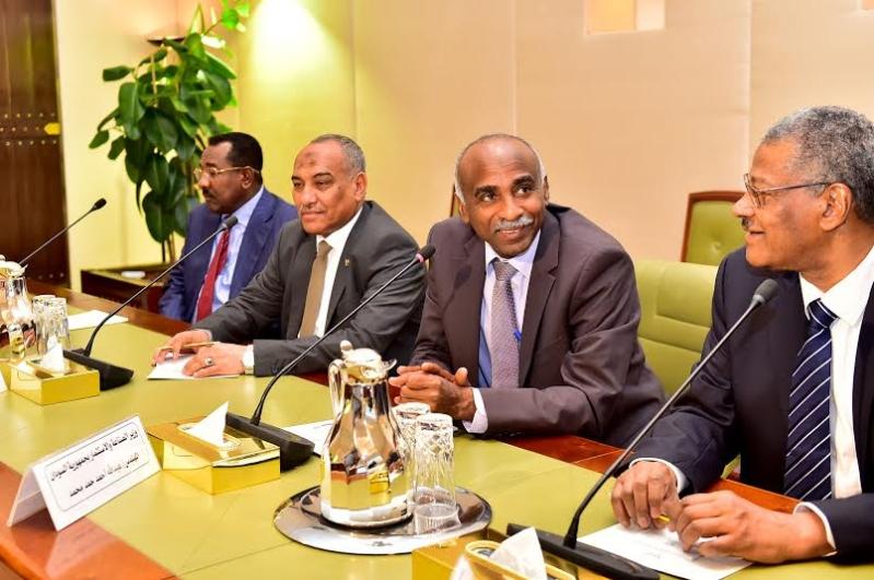 أمير منطقة الرياض يجتمع بوالي ولاية الخرطوم بجمهورية السودان20