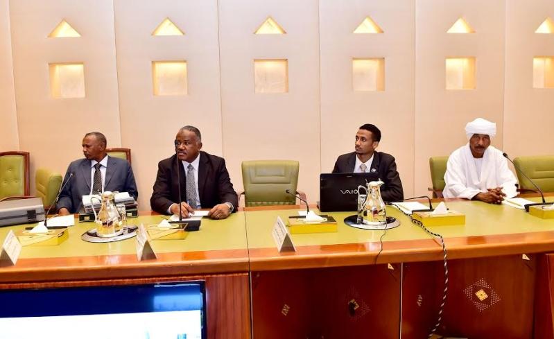 أمير منطقة الرياض يجتمع بوالي ولاية الخرطوم بجمهورية السودان21