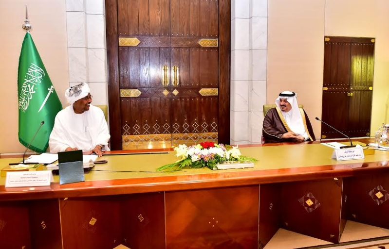 أمير منطقة الرياض يجتمع بوالي ولاية الخرطوم بجمهورية السودان23